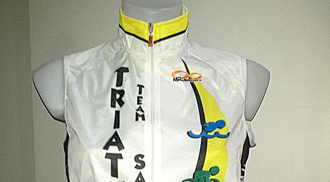 Abbigliamento tecnico per triathlon e ciclismo con brand Triathlon Team Sassari